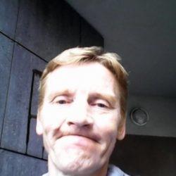 Молодой, послушный парень ищет взрослую девушку в Воронеже