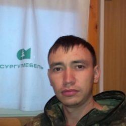 Молодой парень ищет девушку (двух) для страстного секса в Воронеже